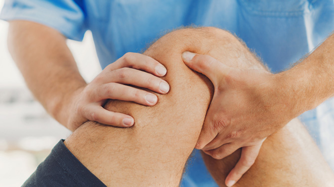 Knee-replacement-age-concern